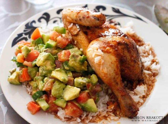 halve kip met avocadosalade en arabische rijst