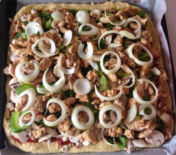 Pizza american style met juicy kippendij-2