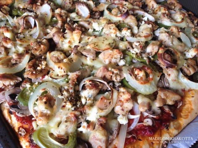 Pizza american style met juicy kippendij-7