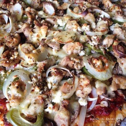 Pizza american style met juicy kippendij-8