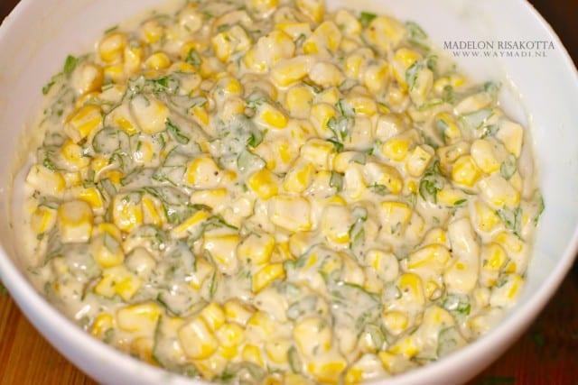 Maissalade met tahina en koriander