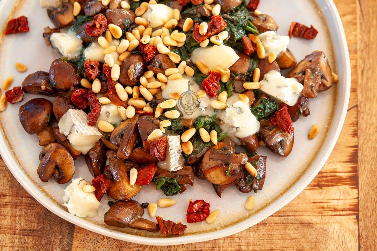 Luxe Champignons met spinazie roomsaus en gorgonzola